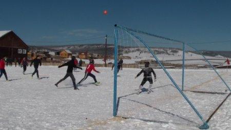 Обуса: турнир по футболу на снегу памяти 11 комсомольцев