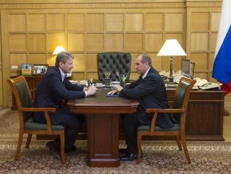 Губернатор-коммунист Сергей Левченко провел встречу с главой Минсельхоза