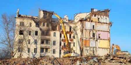 Владимир Поздняков: В Москве хотят сносить крепкие кирпичные дома, а в регионах народ все еще живет в бараках