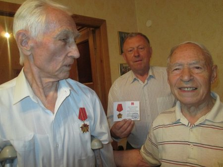 Коммунист Валерий Воскобойников награждён медалью к 100-летию Великого Октября