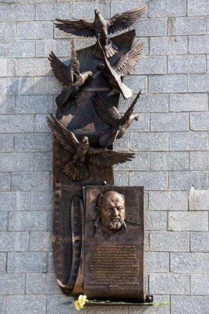 Памятник драматургу Владимиру Гуркину стал знаковым местом для иркутян
