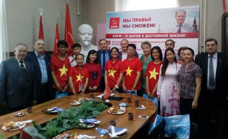 Язык дружбы не нуждается в переводе. Иркутские коммунисты встретились с делегацией вьетнамской молодёжи