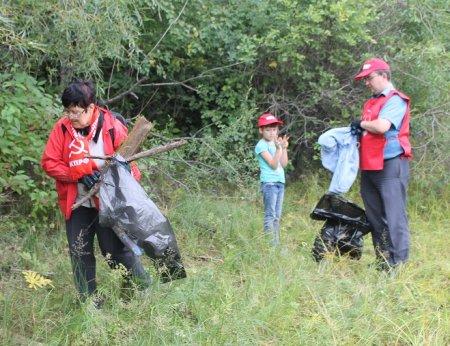 Коммунисты высадили в Смоленщине «экологический десант»