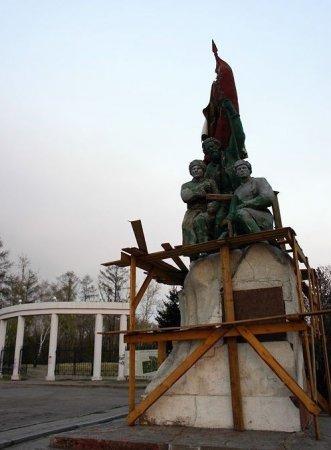 Памятник Борцам Революции в Иркутске будет восстановлен?