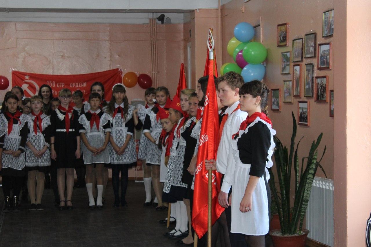В посёлке Тельма торжественно открыли пионерскую комнату
