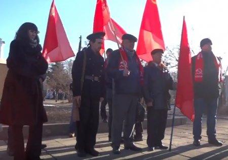 Иркутск: акция на мемориале Борцам революции в честь 100-летия Великого Октября