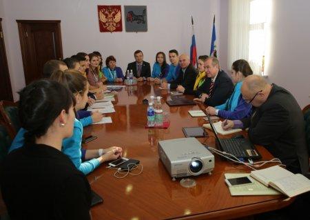 Сергей Левченко встретился с делегатами Всемирного фестиваля молодежи и студентов