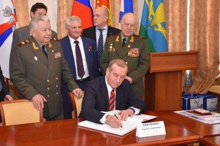 Сергей Левченко обсудил вопросы патриотического воспитания с ветеранами вооружённых сил
