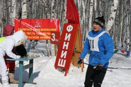 Коммунисты отметили 100-летие Красной Армии массовыми лыжными гонками