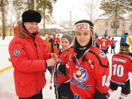 Турнир по хоккею среди дворовых команд прошёл в Ангарске
