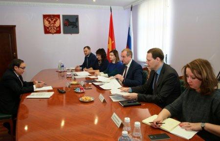 Губернатор Иркутской области и председатель ассоциации «Вьетнамское землячество» обсудили перспективы сотрудничества