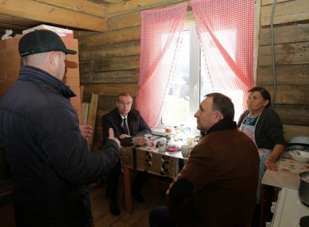 Сергей Левченко осмотрел новые дома, построенные для жителей, пострадавших от пожара в июне 2017 года в поселке Горячий Ключ