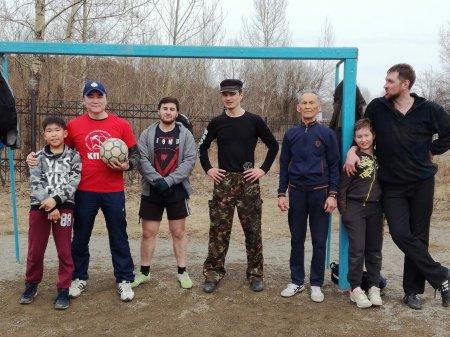 Иркутские коммунисты провели товарищеский матч по футболу