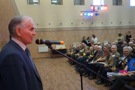 Около 300 ветеранов войны и труда собрались на встрече в Правобережном округе