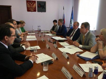 Сергей Левченко встретился с инициаторами двух инвестпроектов в сфере медицины