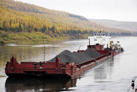 На реке Лене досрочно завершена доставка угля в северные районы