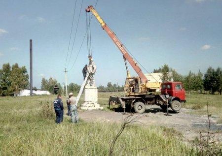 В Аларском районе идёт восстановление памятника Ленину