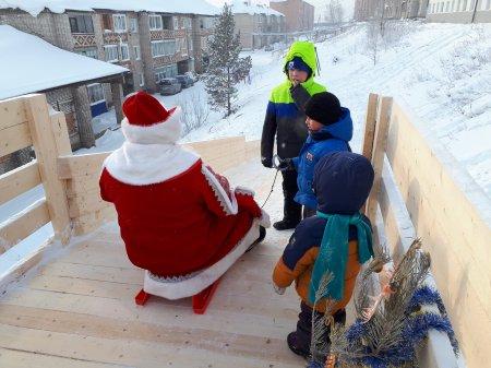 Депутат КПРФ открыл в Усть-Куте детскую горку к Новому году